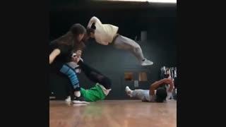 اکروباتیک رقاص های کره ای *___*