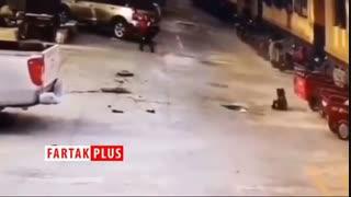 پرتاب شدن پسربچه چینی به هوا بر اثر انفجار در چاه فاضلاب