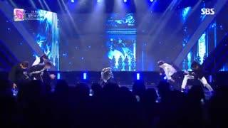 کنسرتFAKE LOVE(همونجاییه که لباس جانگ کوک توسط نامجون جر می خوره)