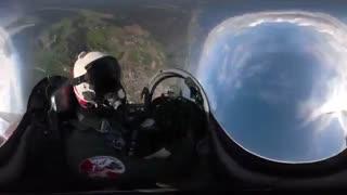 پرواز با نمای ۳۶۰ درجه همراه با جنگنده