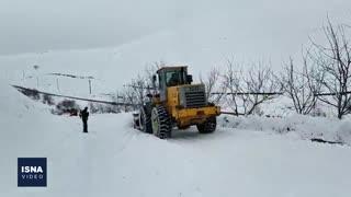 پاکسازی راهها بعد از برف سنگین آذربایجان غربی
