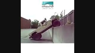 هامر، خودروی آفرود که از دیوار راست بالا می رود