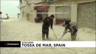 کف دریا در کف کوچه های شهر توسا دمار - اسپانیا .