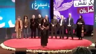 سیمرغ بلورین طناز طباطبایی برای فیلم شنای پروانه (پرافتخارترین فیلم جشنواره)