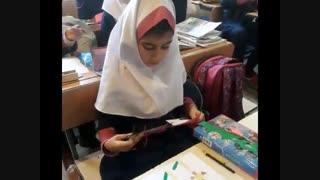 فعالیت هنرمندان چهارم۴ - زنگ هنر  جهت آماده سازی  کادوی روز مادر- دبستان نیلوفر