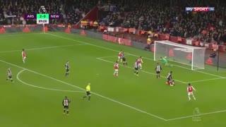 خلاصه بازی جذاب و پرگل آرسنال 4 - نیوکاسل 0 از هغته 26 لیگ برتر انگلیس