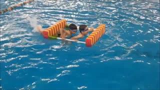 سرگرمی کودکان در آب