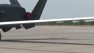 یکی از غول پیکرترین پهپادهای نظامی جهان(Global Hawk)