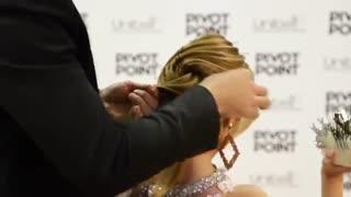 آموزش مدل مو دخترانه امواج دو قلو- مومیس مشاور و مرجع تخصصی مو