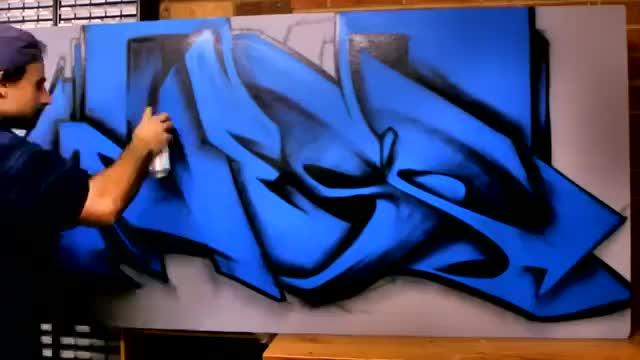 آموزش نقاشی دیواری مدل پیچیده آبی رنگ